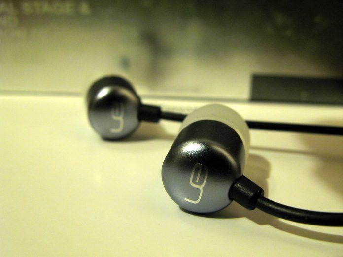 earphones hk